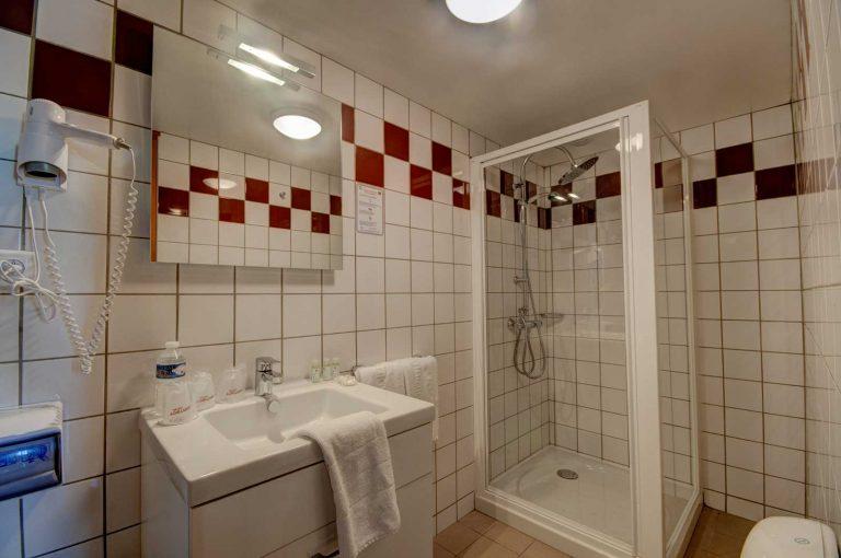 hotel stenay salle de douche